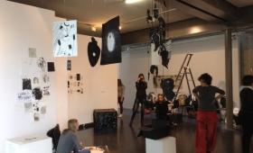 """Quelques photographies de l'exposition des L1 Arts plastiques, """"Au plus profond du noir"""""""